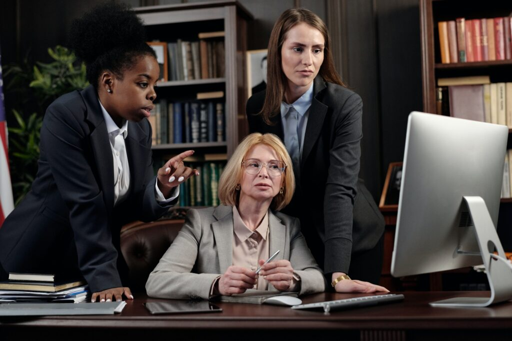 People counseling while looking at a computer